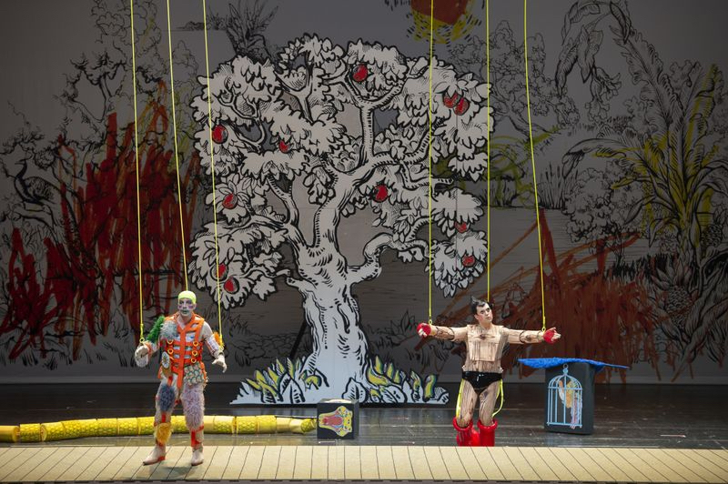 Papageno (Florian Teichtmeister) and Tamino (Julian Prégardien) in The Magic Flute credit: Monika Rittershaus : Staatsoper Berlin