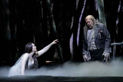 Rusalka-Rachel Willis-Sørensen as Rusalka and Kristinn Sigmundsson as Vodník the Water Goblin in Dvořák's-credit-Cory Weaver